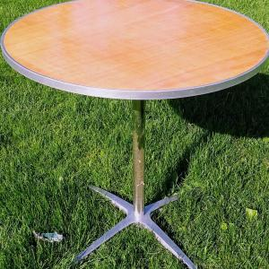 "Image of 30"" Round Table"