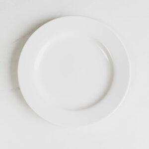 Image of white dinner plate rental